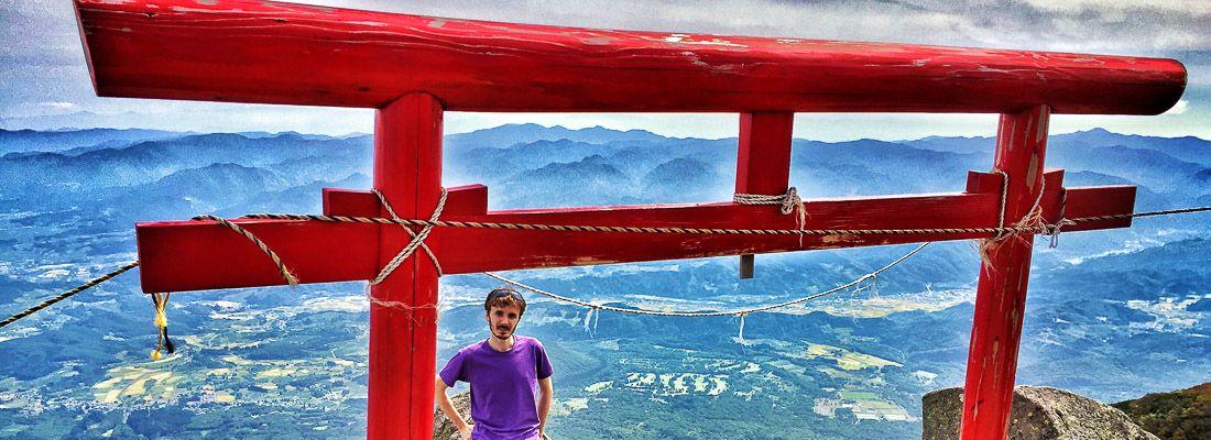 Marco Togni sulla cima del Monte Iwaki, vicino ad Hirosaki.
