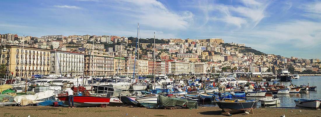 Il porto di Napoli.