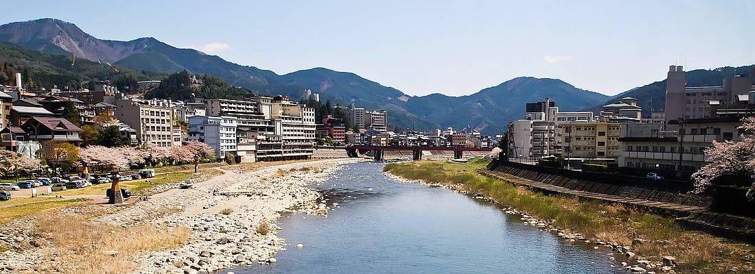 Il fiume che scorre nel mezzo di Gero Onsen.