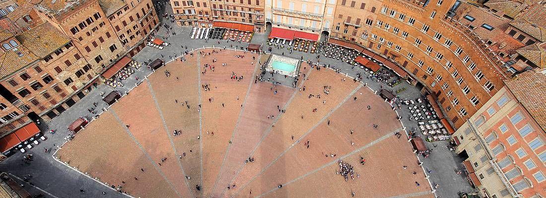 Piazza del Campo a Siena, vista dall'alto.