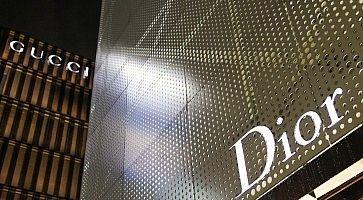 L'ingresso di Dior a Ginza e dettaglio dell'edificio.