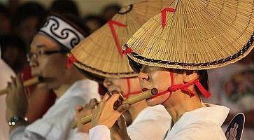 Musicisti/danzatori ad un festival tradizionale in Giappone.