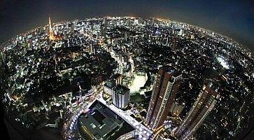 Vista notturna di Tokyo, dall'alto, in una foto fisheye fatta da Roppongi Hills.