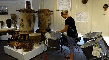Interno del museo dei tamburi giapponesi Taiko.