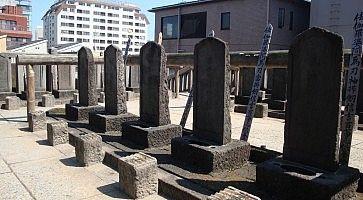 Lapidi al tempio Sengaku-ji.