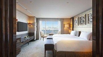 Interni della stanza all'Hilton Hotel di Tokyo.