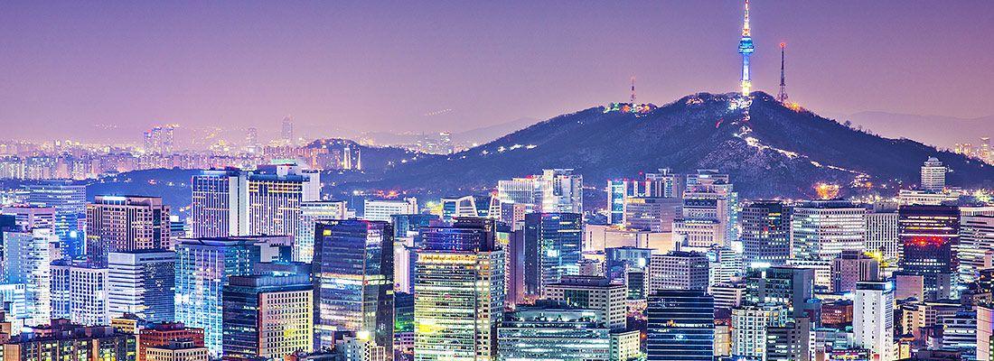 Lo skyline di Seoul la sera.