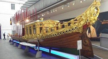 Riproduzione di una nave al Royal Barges Museum.
