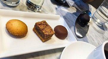 Cioccolatini e biscotti alla pasticceria Debailleul.