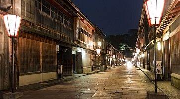 La zona di Higashi Chaya di Kanazawa, la sera.