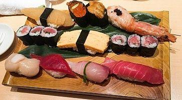 Sushi misto al ristorante Sushi No Midori.