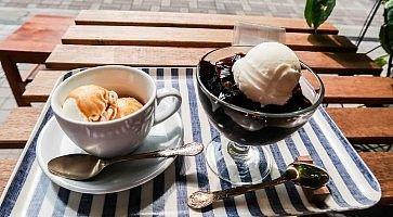 Caffè e gelatina al caffè con gelato, da Khazana Coffee.