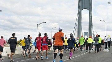 Gruppo di corridori alla Maratona di New York.