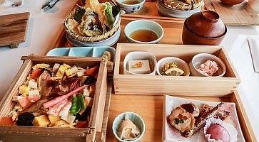Pranzo tradizionale giapponese, molto elegante, da Izasa a Nara.