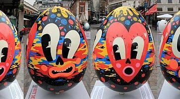 Grandi uova decorate in occasione della Pasqua a New York.