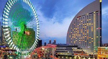 L'hotel Intercontinental Yokohama Grand e la vicina ruota panoramica.
