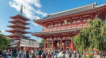 La Pagoda di Asakusa e il portale Hozomon, vicino al santuario Senso-ji.