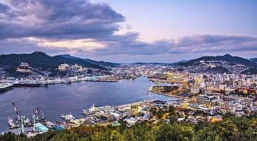 Il porto di Nagasaki visto dall'alto.