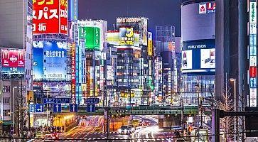La zona di Shinjuku Est, di sera.