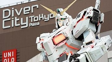 Diver City Tokyo Plaza Set up in front of a white unicorn gundam monument. Replacement of old model RX-78 M2 is a tourist attraction of Japan. Popular tourists took