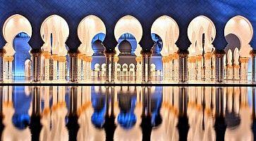 Sheikh Zayed Grand Mosque in Abu Dhabi at Dusk