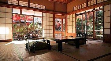 Stanza tradizionale con tatami all'Arai Ryokan.