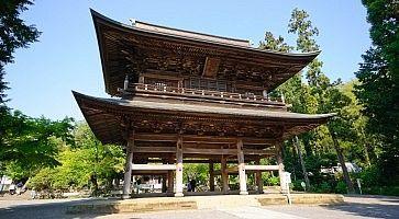 Struttura storica presso il complesso di templi Engakuij.