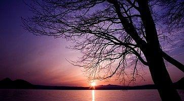 Un lago in Hokkaido al tramonto.