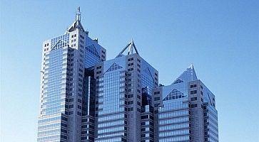 Le tre torri dove si trova il Park Hyatt Hotel di Tokyo.