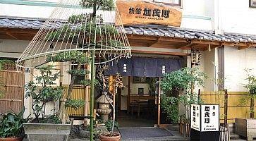 Ingresso del ryokan Kamogawa ad Asakusa.