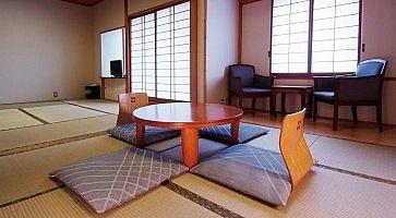 Stanza tradizionale al ryokan Shigetsu di Asakusa.