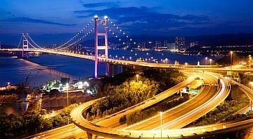 Il ponte Tsing Ma Bridge, che collega Hong Kong all'isola di Lantau.