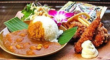 Riso al curry e gamberoni fritti da Manoa Aloha table.